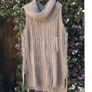 Sleeveless cowl neck cable knit sweater M Eight